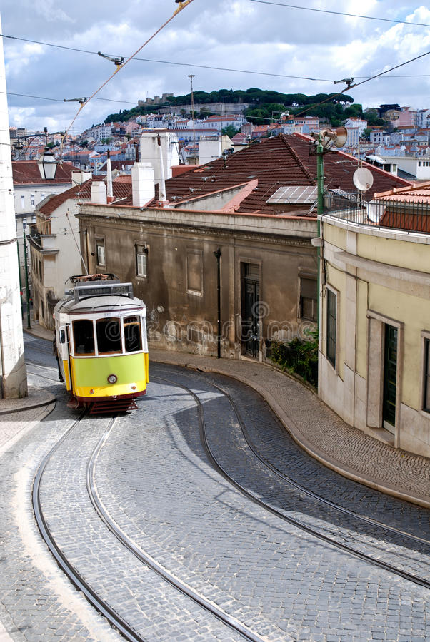 трам улицы lisbon старый Португалии типичный стоковое изображение rf