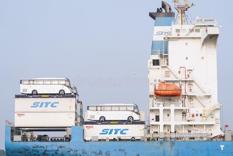 Транспорт шин на корабле стоковая фотография