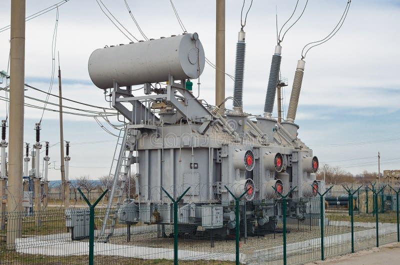 Трансформатор электрического тока на подстанции стоковые фотографии rf