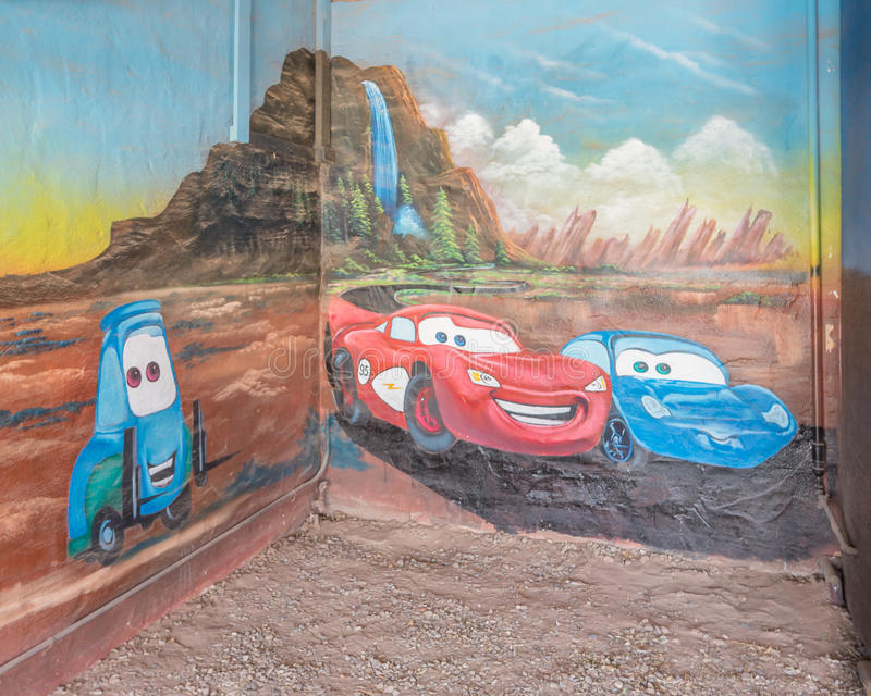 Трасса 66: Молния McQueen и настенная роспись Салли Carrera, голубой мотель ласточки, Tucumcari, NM стоковое изображение