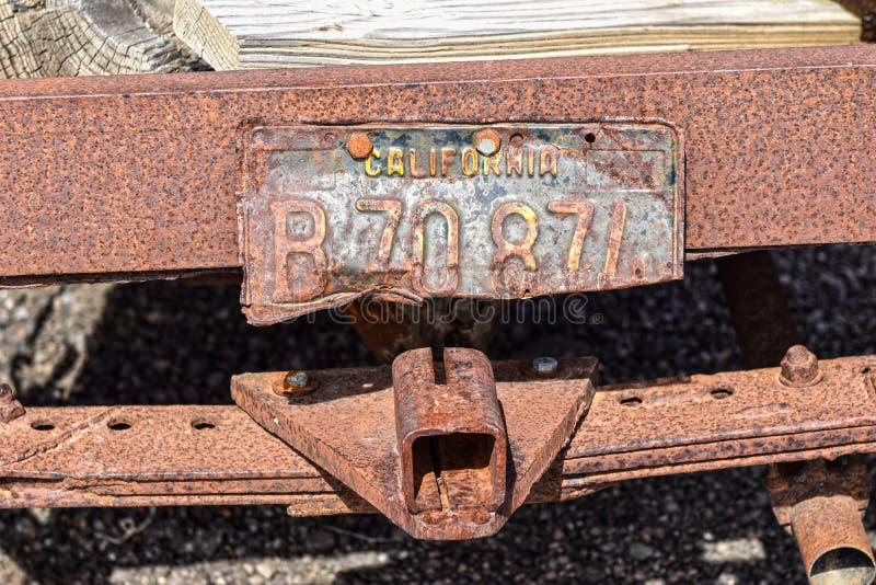 Трасса 66, Hackberry, старый калифорнийский номерной знак стоковое изображение