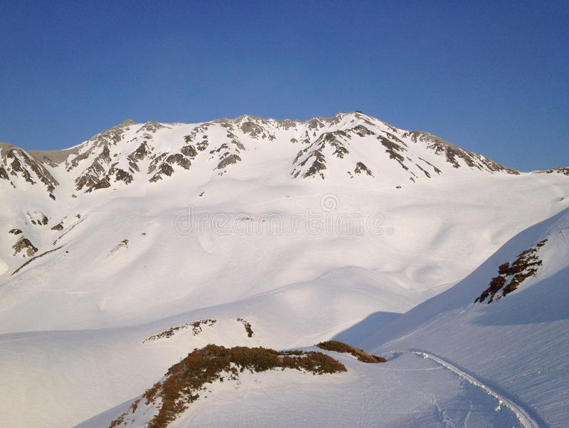 Трасса Tateyama Kurobe высокогорная (Япония Альпы) стоковое изображение