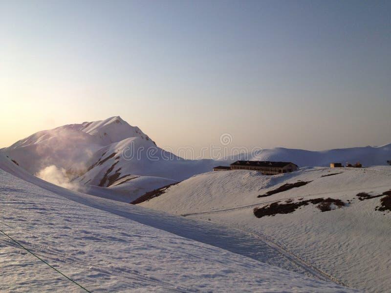 Трасса Tateyama Kurobe высокогорная (Япония Альпы), Toyama, Япония стоковые изображения rf