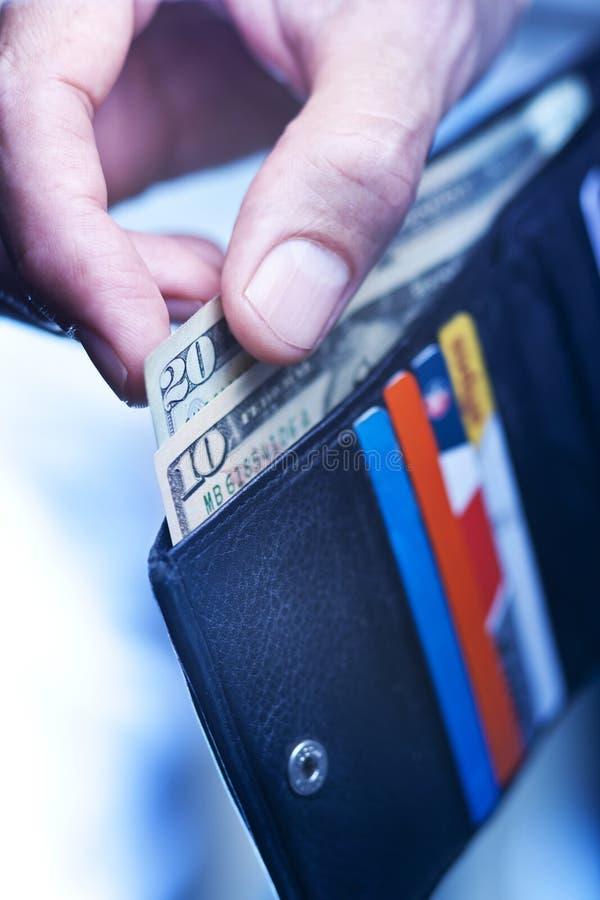 Трата наличных денег денег руки бумажника стоковые фотографии rf