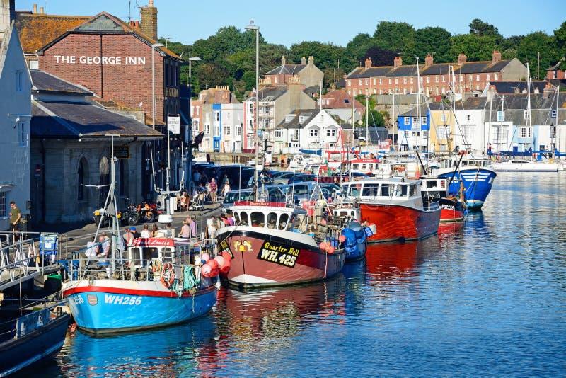 Траулеры рыбной ловли в гавани Weymouth стоковая фотография
