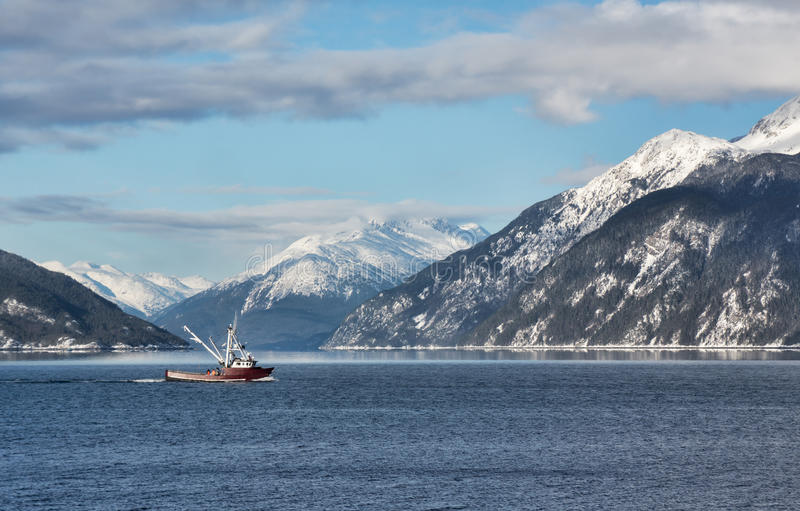 Траулер рыбной ловли в бухте Portage стоковая фотография rf