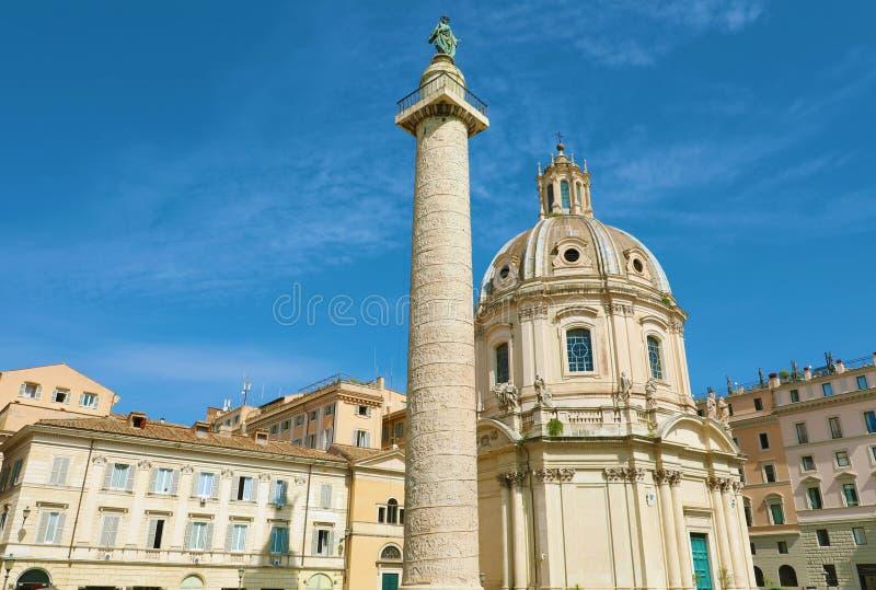 Траянский форум в Риме, с триджанской колонной, Церковью Сантиссимо Номе ди Мария и Базиликой Ульпиа стоковое фото