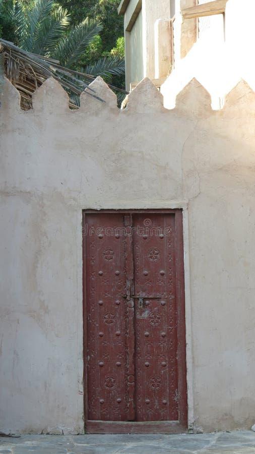 Традиционная аравийская дверь стоковая фотография rf