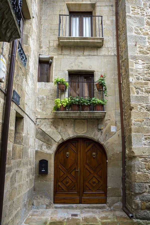 Традиционная архитектура в Sos del Rey Catolico стоковое фото