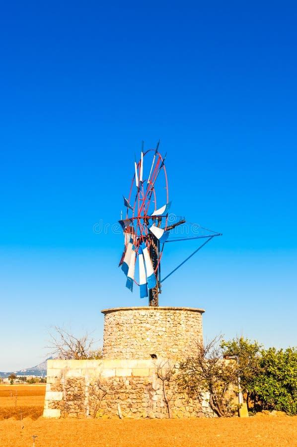 Традиционная ветрянка на Майорке стоковое изображение