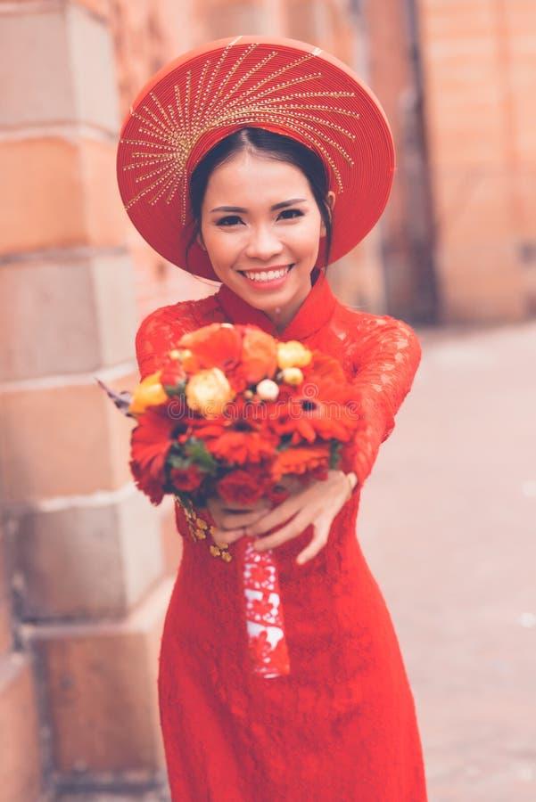 Традиционная въетнамская невеста стоковые изображения rf