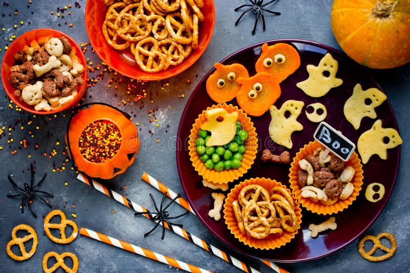 Традиционная закуска для партии sna хеллоуина, здоровых и очень вкусного стоковое изображение