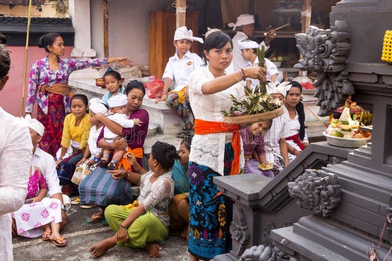 Традиционная индусская церемония, в Nusa Penida-Бали, Индонезия стоковые фото