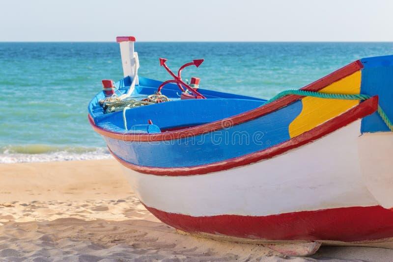 Традиционная португальская рыбацкая лодка стоковые фотографии rf