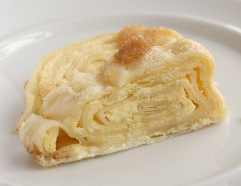 Традиционная словенская кухня: Struklji Sirovi - торт крена стоковые фотографии rf