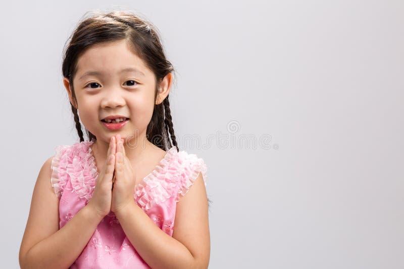 Традиционная тайская предпосылка приветствию/традиционное тайское приветствие/традиционное тайское приветствие на белой предпосыл стоковая фотография rf