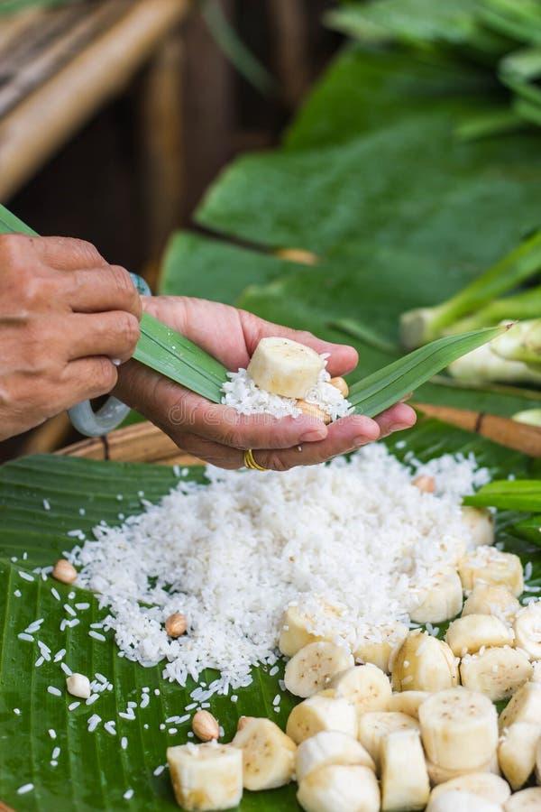 Традиционная тайская циновка Khao Тома стиля еды стоковые фотографии rf