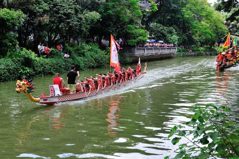 Традиционная шлюпка дракона в Гуанчжоу стоковые изображения rf