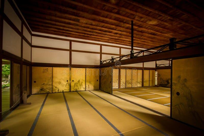 Интерьер стародедовской японской комнаты стоковое фото rf