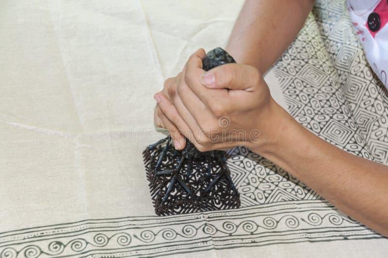 Традиционное тайское, печатающ ткани с, который сгорели свечой стоковое изображение