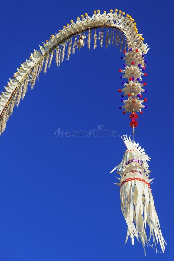 Традиционное украшенное балийское penjor стоковые изображения rf