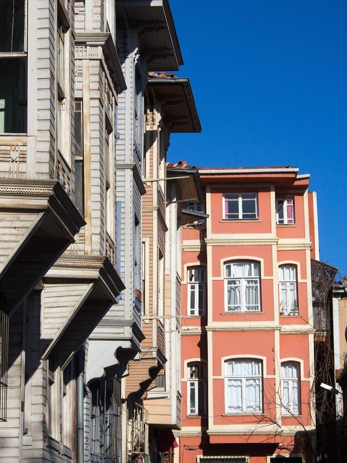 Традиционные деревянные дома на Стамбуле, Турции стоковые изображения rf