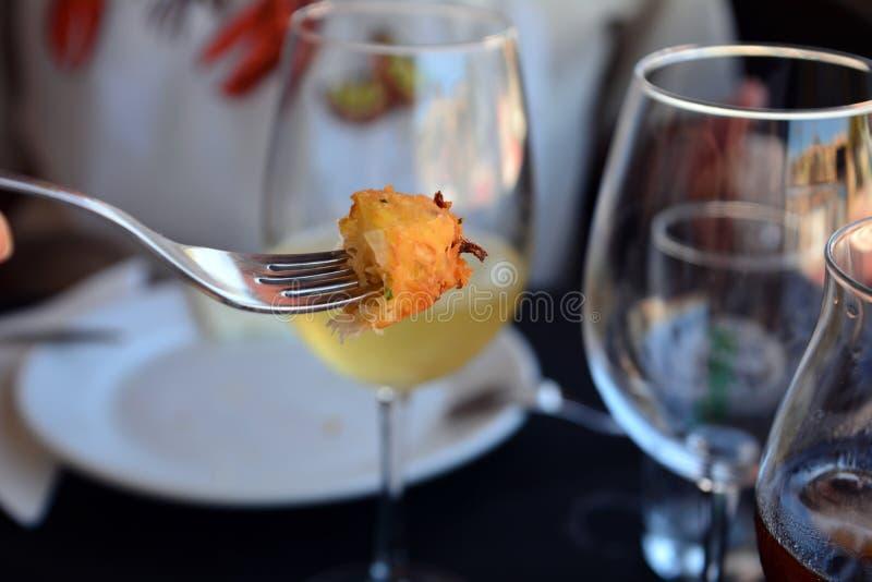 Традиционные зажаренные испанские croquettes трески рыб стоковое фото
