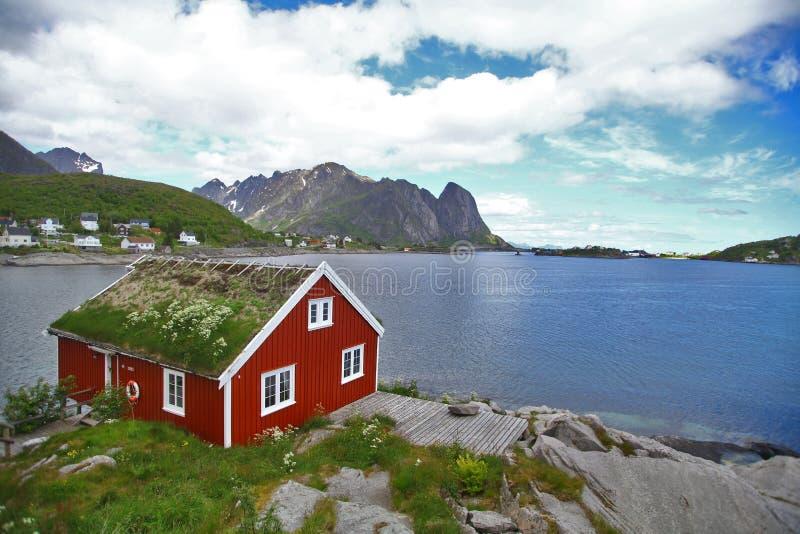 Традиционные дома в Lofoten, Норвегии стоковые изображения