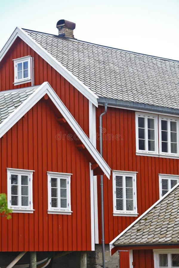 Традиционные дома в Lofoten, Норвегии стоковые фотографии rf