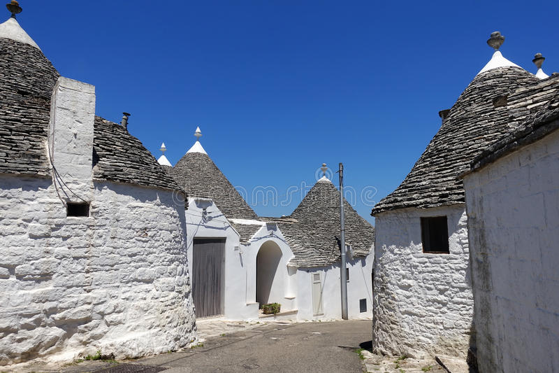 Традиционные дома trulli в Alberobello, Апулии стоковые изображения rf