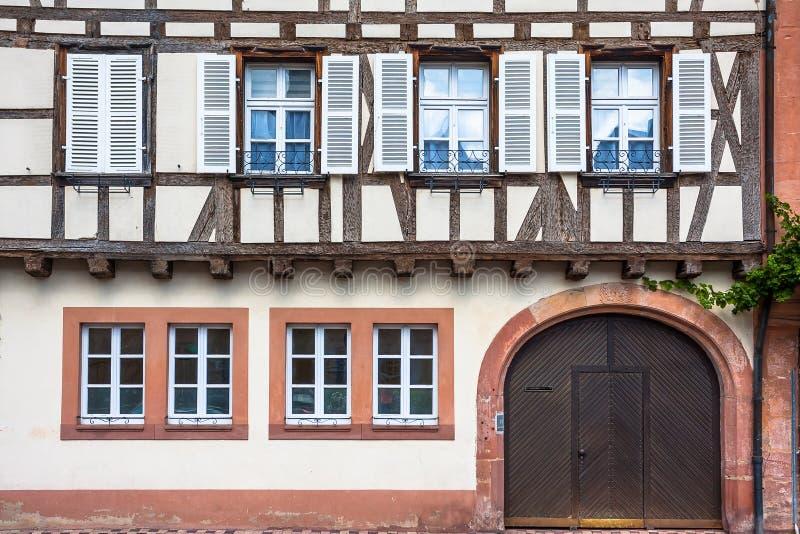 Традиционные полу-timbered дома в Wissembourg стоковое фото rf
