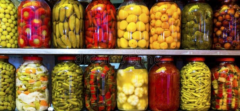 Традиционные турецкие соленья различных фруктов и овощей стоковые изображения rf