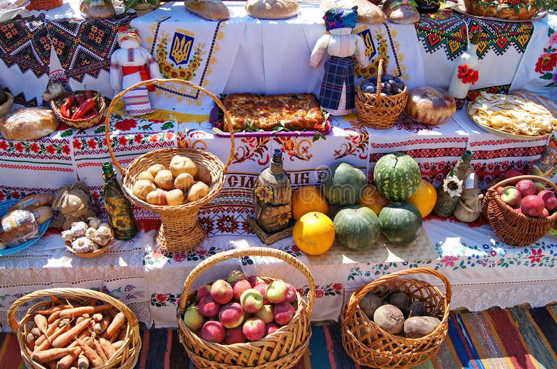 Традиционные украинские праздничные еды обедающего стоковое изображение