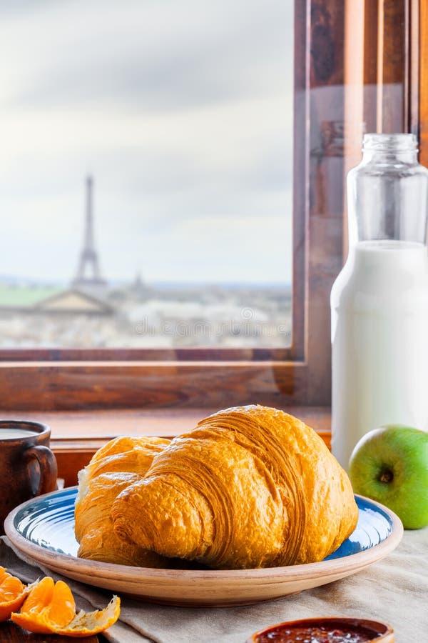 Традиционные французские круассаны стоковое изображение rf