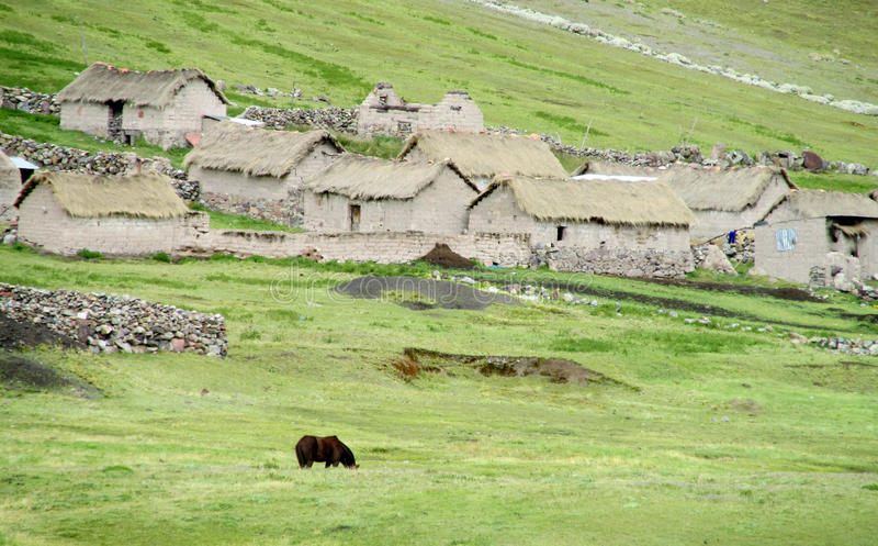 Традиционные quechua каменные дома стоковое фото