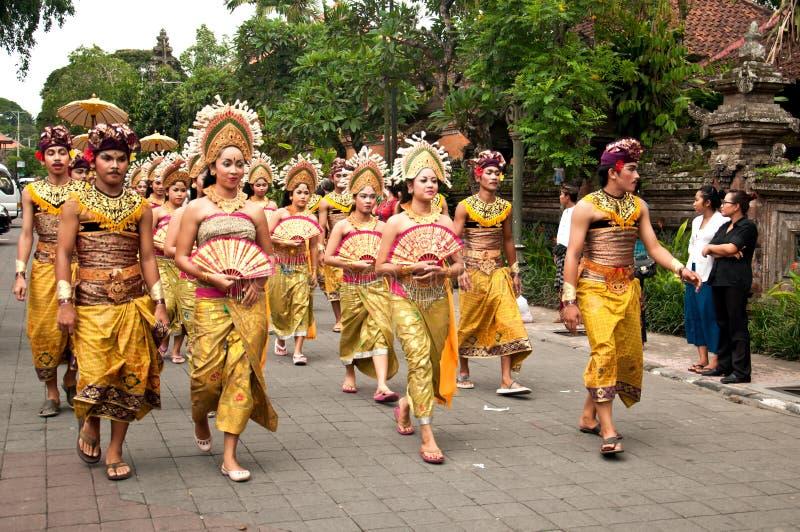 Традиционный балийский парад людей на Ubud стоковое фото