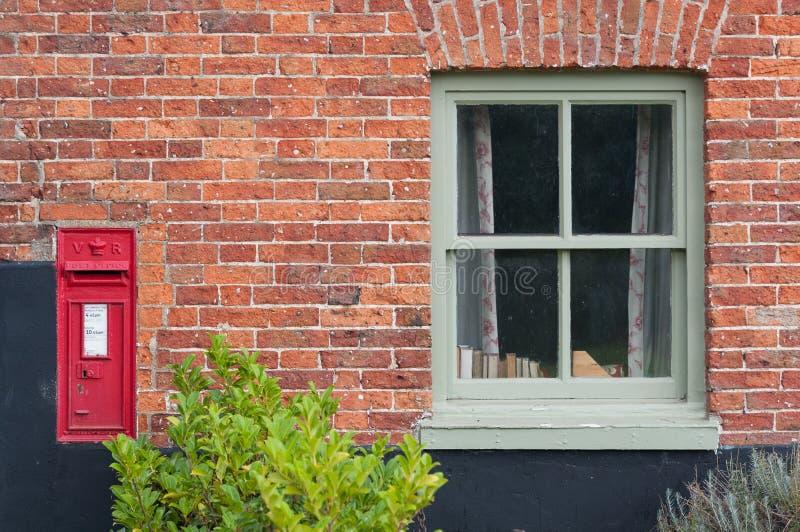 Традиционный викторианский Postbox, Англия, стоковые фотографии rf