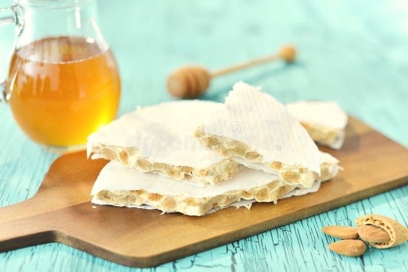 Традиционный испанский язык Turon, сладостное блюдо с медом и миндалинами стоковая фотография rf