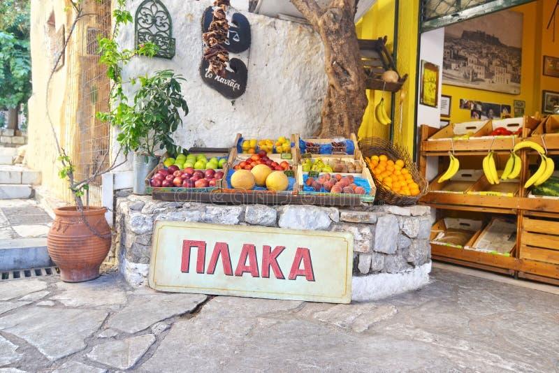 Традиционный магазин greengrocery на Plaka Афинах Греции стоковое фото