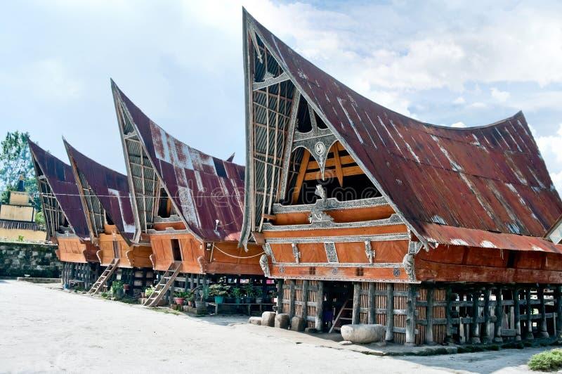 Традиционный дом Batak на острове Samosir, Индонезии стоковые фото