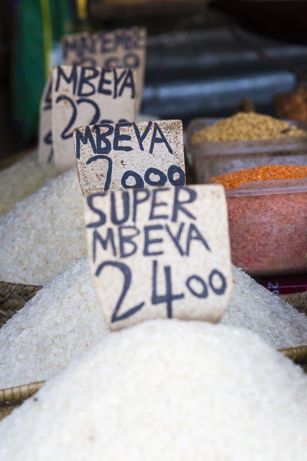 Традиционный продовольственный рынок в Занзибаре, Африке стоковая фотография rf