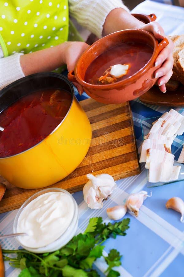 Традиционный русский горячий борщ супа стоковое изображение rf