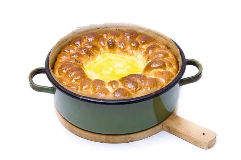 Традиционный свеже испеченный хлеб пасхи стоковые фото