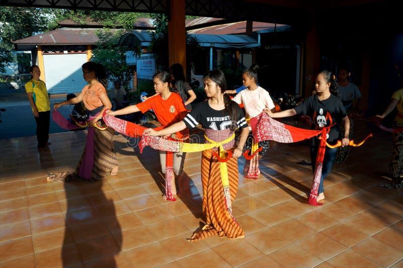 Традиционный танец javanese стоковое изображение rf