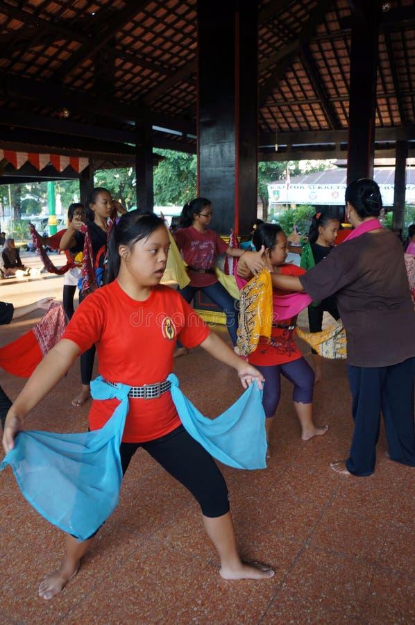 Традиционный танец javanese стоковые изображения rf