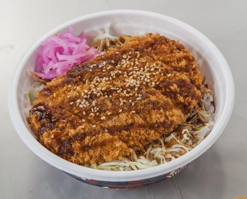 Традиционный японец зажарил мясо Sosukatsu с овощами внутри стоковые изображения rf