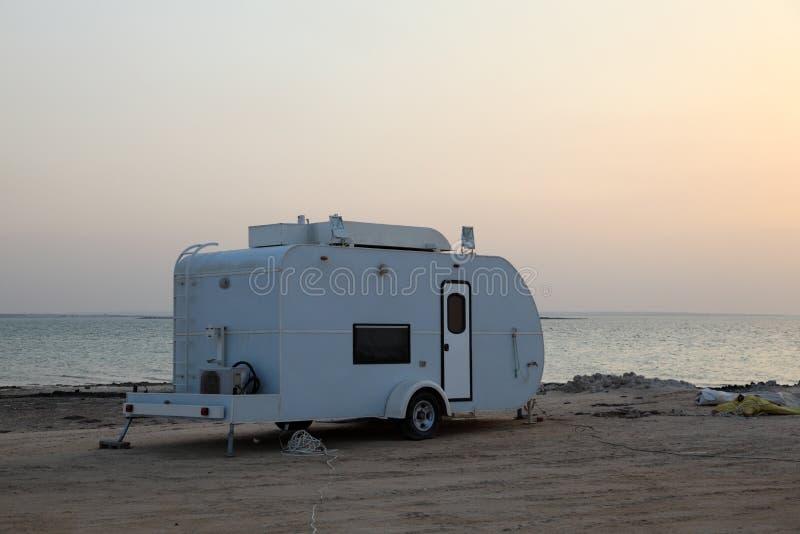 Трейлер на пляже стоковое фото