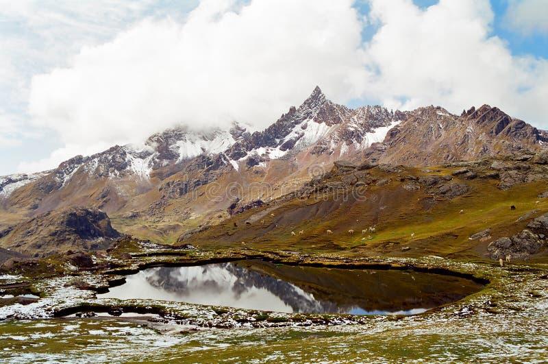 трек Перу ausangate стоковое изображение