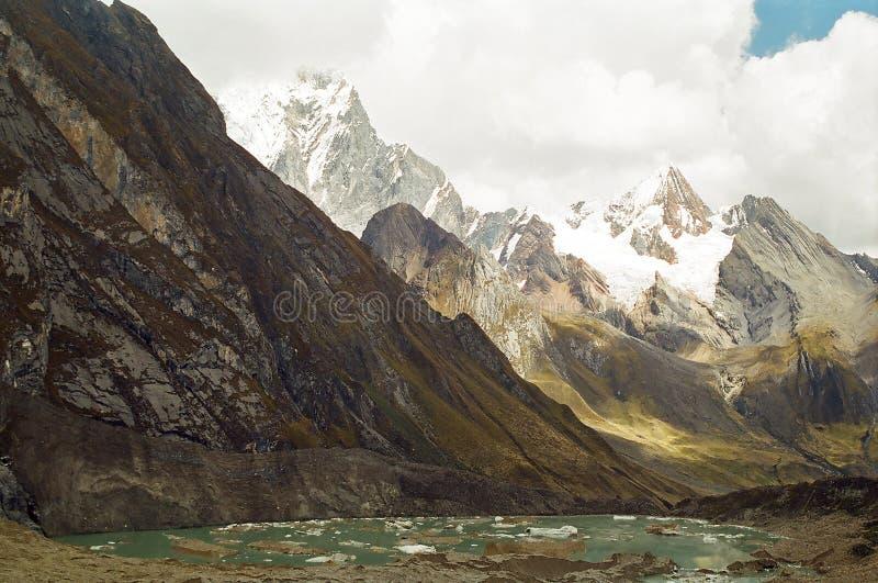 трек Перу huayhuash стоковые изображения