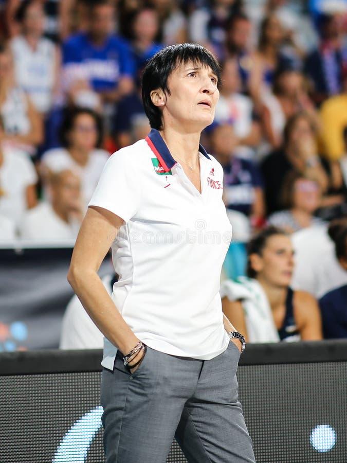 Тренер по баскетболу, Валерия Garnier, во время спички баскетбола КАНАДЫ против ФРАНЦИИ стоковое фото rf